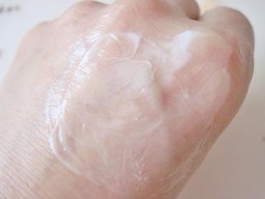 冷やしてキュッと肌を引き締める!冷却&美白でシミ、くすみ、毛穴ケアに【資生堂HAKU メラノクールホワイトソリッド】