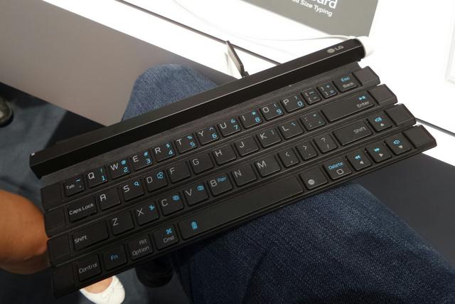 LG_Rolly_Keyboard_05.jpg