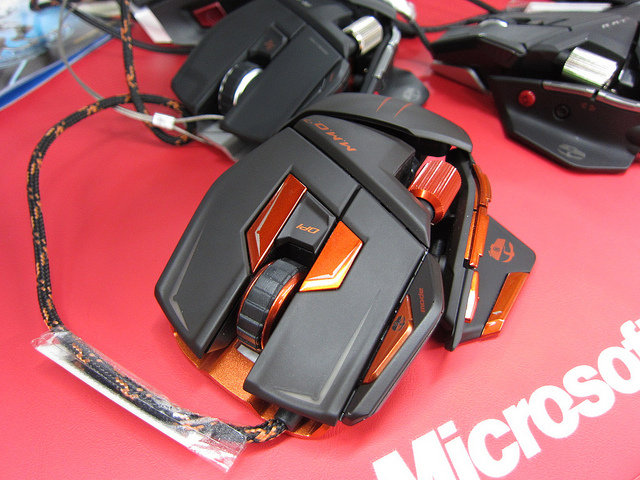 MMO_Gaming_Mouse_06.jpg