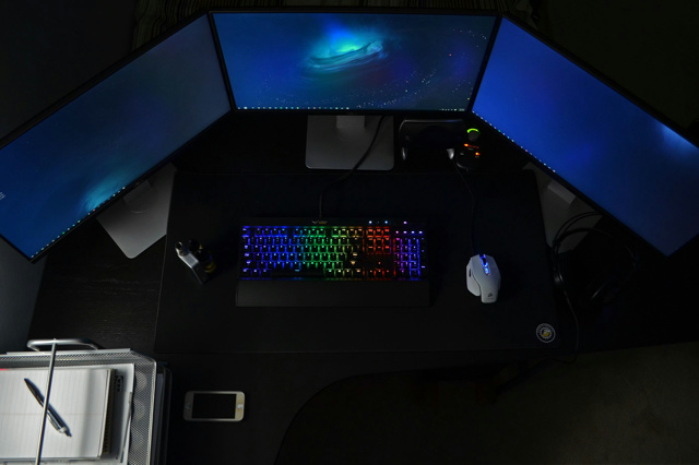 PCdesk_MultiDisplay53_01.jpg