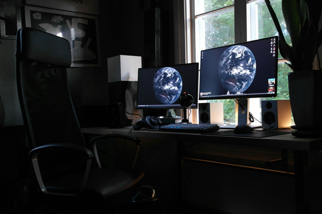 PCdesk_MultiDisplay53_25.jpg