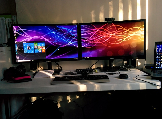 PCdesk_MultiDisplay53_70.jpg