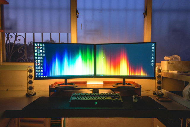 PCdesk_MultiDisplay54_01.jpg