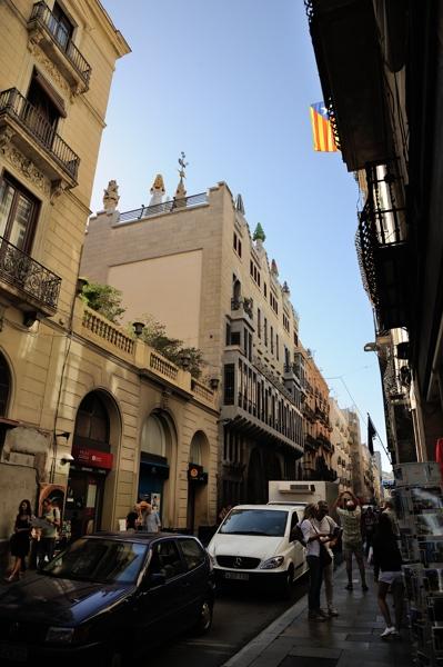 Barcelona ~街並みに溶け込んだ世界遺産グエル邸~